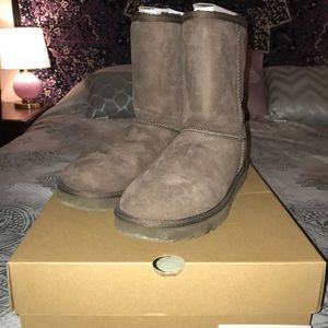 Ugg Boots and Ugg Cleaner Kit